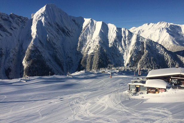 Snehové správy: Po prívaloch snehu v Alpách sa udrží zimný ráz počasia s ďalším snežením ©Mayrhofen-Hippach im Zillertal