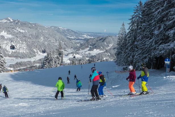Bunter Schnee und Wärmestuben für die Kleinen: Die kinderfreundlichsten Skigebiete - ©Bergbahnen Oberstdorf/Kleinwalsertal