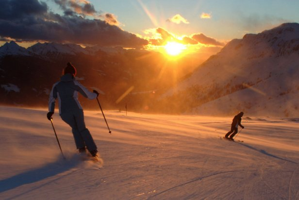#TRENTINOSKISUNRISE - Sciare all'alba sulle piste dopo una colazione ricca e gustosa...in Trentino