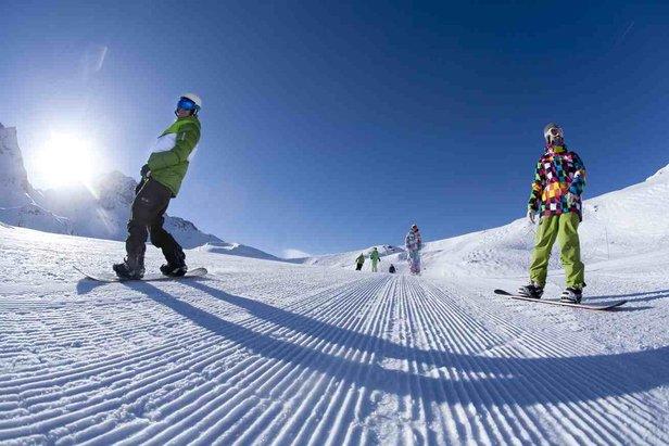 Profitez du domaine skiable avant l'ouverture avec les First tracks  - © OT Les Arcs