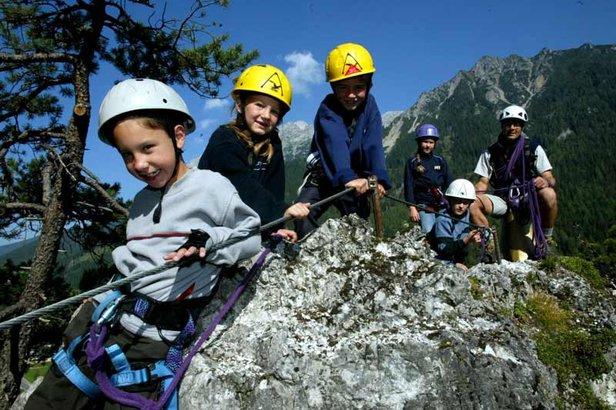 Mit Kindern am Klettersteig? Empfehlungen des Alpenvereins für das Begehen von versicherten Steigen- ©Ramsau am Dachstein