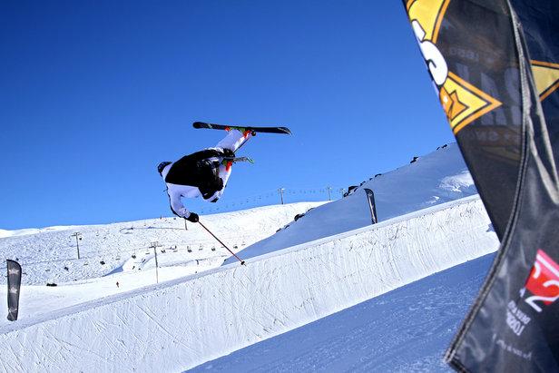 Skieurs et snowboarders ont encore quelques jours pour profiter des pistes/snowparks des 2 Alpes...