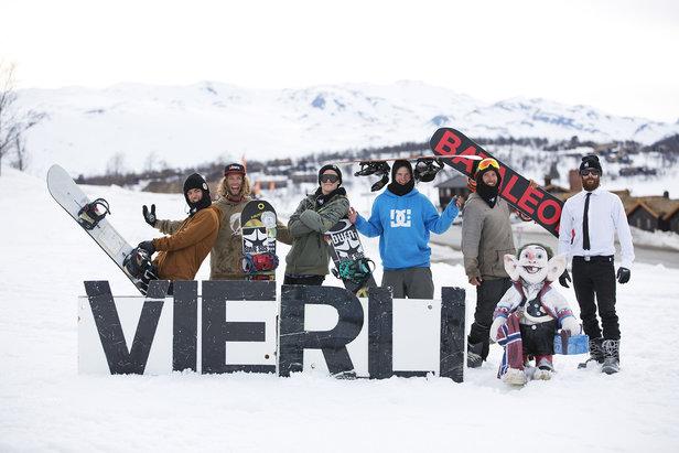 SNOWBOARD PROFFER TIL VIERLI- ©Elisabeth Tellefsen, Salgs og Markedssjef Vierli Terrengpark