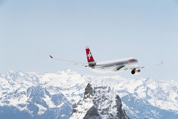 Ski airlines: Avoid the fees when flying with skis- ©SWISS