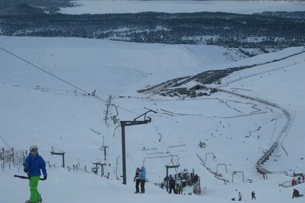 Scotland Cairngorm Ski Areas Re-Open After a Week Closed By Snow