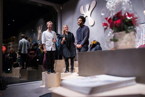 Huben åpnet i Hegdehausveien i Oslo rett før jul. Fra venstre Josef Nyström, Houdini Sportswear Norge, Eva Karlsson, Houdini Sportswear og Peter Gigris, Snøhetta.  - © Kristian Harby