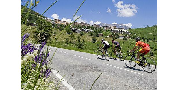 Gravir 6 fois les 21 virages de l'Alpe d'Huez pour la bonne cause, telle est l'objectif des 5000 participants à l'Alpe d'HuZes...