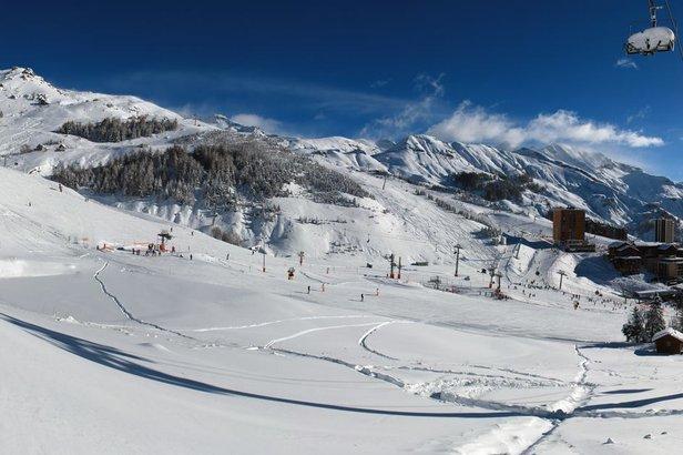 Depuis quelques jours, les stations de ski de la vallées du Champsaur (ici Orcières Merlette 1850) ont retrouvé leur ambiance hivernale