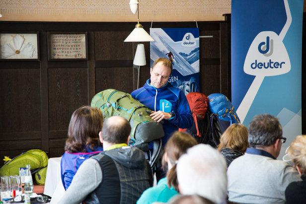 Deuter präsentierte auf der ispo die neuen Rise-Rucksäcke für Skitouren und Schneeschuhwandern