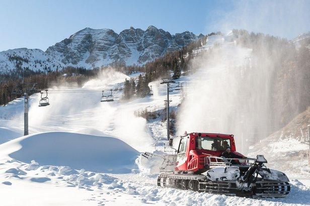 A Vars, les équipes du service des pistes s'active afin de vous proposer des conditions de ski optimales dès l'ouverture du domaine skiable