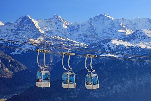 Mit der Erfindung von Gondelbahnen und Liften wurde das Skifahren groß  - © fotolia.com © Schlierner (#130800698)