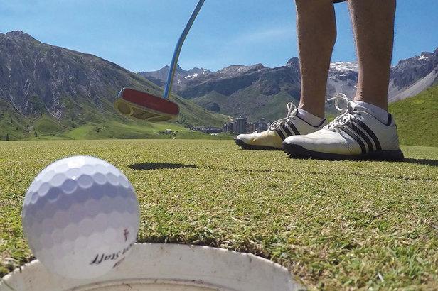 Ca swingue à Tignes où, cet été, vous pourrez pratiquer le ski le matin et le golf l'après-midi...