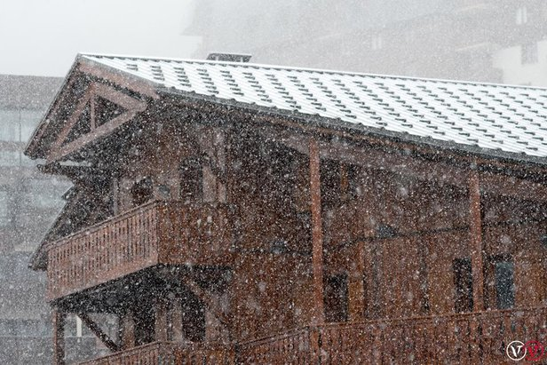 Sneženie neustáva  Ďalší čerstvý sneh vo vyšších polohách Álp a02dbe26b94