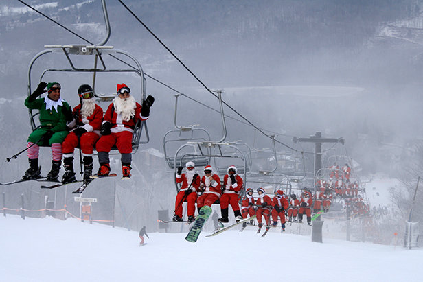 Schulferien im Winter 2018/2019: Alle Daten für die Vorbereitung eures Skiurlaubs- ©Windham Mountain Resort welcomes all skiing and riding Santas! Kick off the winter holiday season and help us raise money for The Windham Community Food Pantry.