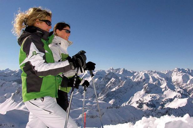 Skifahrerinnen am Nebelhorn
