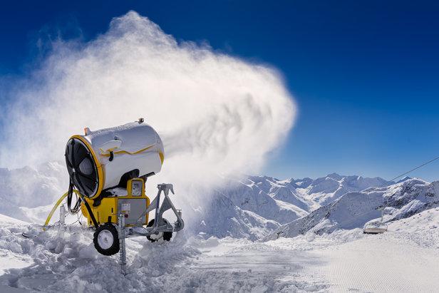 Schneekanonen benötigen viel Energie und Wasser. Sie sollten vermieden werden, wo man sie eigentlich nicht braucht.  - © fotolia.de, GH Waldhart (#143333221)