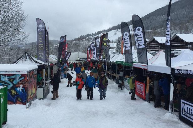 """L'équipe SportAir vous invite en janvier 2017 à découvrir et tester """"on snow"""" toutes les nouvelles collections snowboard de la prochaine 18/19."""