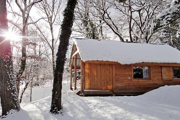 Un chalet en bois pour les vacances au ski avec Huttopia- ©Huttopia