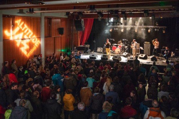 Altitude Jazz Festival : De quoi profiter de la montagne, du patrimoine et du ski tout en profitant de 2 semaines de concert dans les salles, hotels, bars, lieux insolites du Grand Briançonnais, le tout en journée ou en soirée.