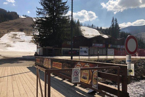 Koronavírus: Prebehla kontrola lyžiarskych stredísk aj chát ©HZS