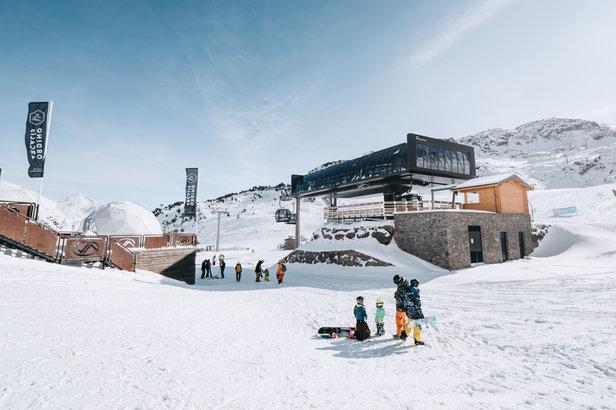 En ce début d'hiver, Grandvalira présente ses nouveautés : 13 millions d'euros alloués à la création de nouvelles infrastructures, à l'innovation technologique, à l'amélioration des services de l'École de Ski et de Snowboard et des nouveautés dans l'offre de loisirs et de restauration...
