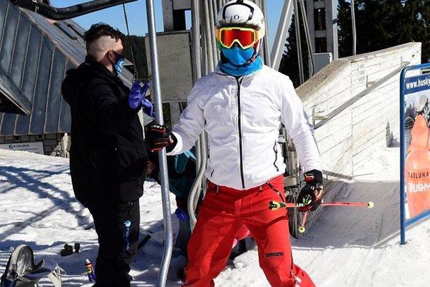 Muni d'un masque, il est de nouveau possible de skier en République Tchèquefacebook | ČT24