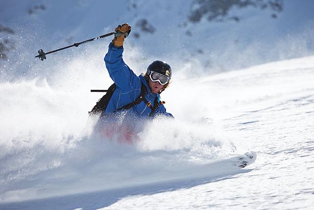 Gut durch das Saisonende kommen: Die richtige Skitechnik auf Harsch und Sulz ©Christian Weiermann