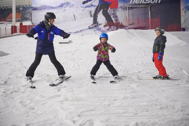 UK indoor skiing centres reopening April 12!The Snow Centre