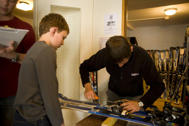 Skiplan's in-house tech setting the bindings to the correct weight  - © Skiplan