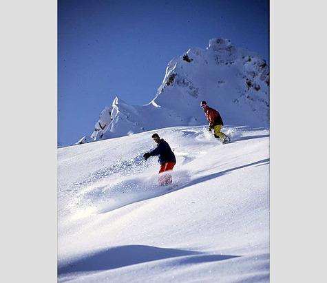 Surfen im Tiefschnee: So gelingen Powder Turns mit dem Snowboard- ©Zillertal