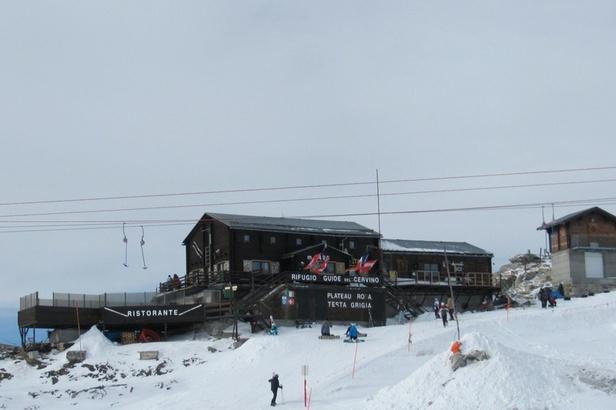 On the border at the Rifugio delle Guide del Cervino restaurant (3,480m), Zermatt  - © Zermatt Tourismus