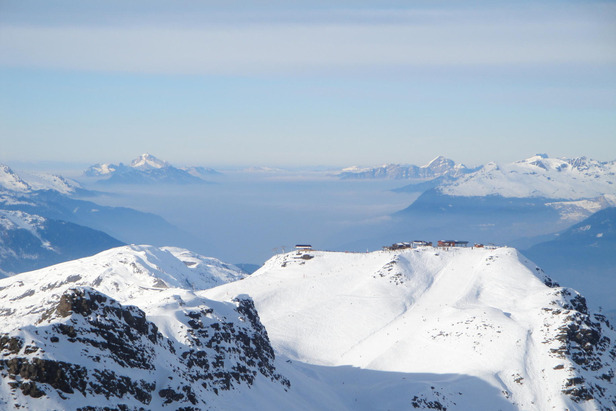 50 Abenteuer für Skifahrer: Skiing on the edge ©Andreas Lesti
