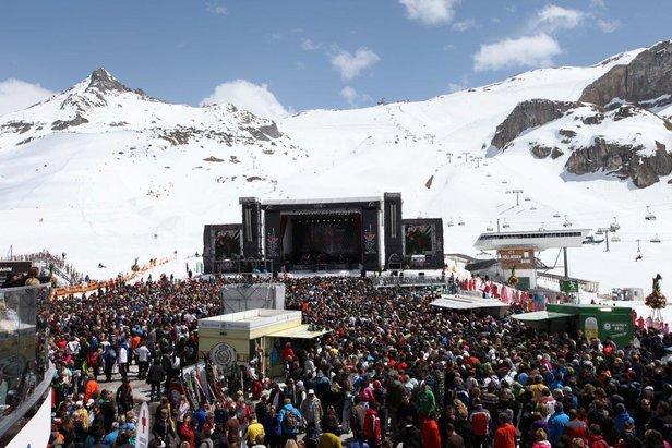 Top of the Mountain - kultový koncert, ktorý do Ischglu každoročne priláka tisícky návštevníkov a svetové hudobné hviezdy  - © TVB Paznaun-Ischgl