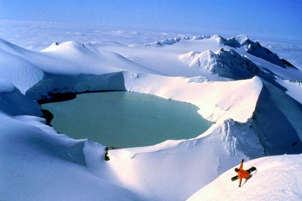 50 Abenteuer für Skifahrer: Fire and Ice - die coolsten Pisten auf den Feuerbergen der Welt ©Christoph Schrahe