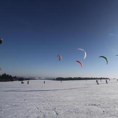 Snowkiting na Wasserkuppe, Niemcy - © Papillon Flugschule