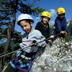 Kinder im Kinderklettersteig Kali in Ramsau am Dachstein - © Ramsau am Dachstein
