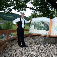 Johannes Matthiessen an einem Startpunkt der Via Natura - ©bergleben.de / Matteo Gariglio