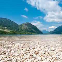 Der Grundlsee bietet sich als Badesee an - ©bergleben.de / Matteo Gariglio