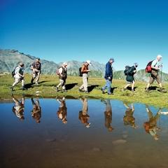 Kolem jezer ve švýcarském prázdninovém regionu Engadin Samnaun