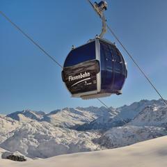 Durch die neue Flexenbahn ist Stuben jetzt sowohl mit St Anton als auch mit Lech-Zürs verbunden - © Ski Arlberg