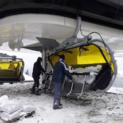 Testy obciążeniowe nowej 6-osobowej kanapy w Szczyrku - © TMR