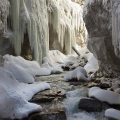 Winterwandelen door Partnachklamm - © Martin Wackerzapp
