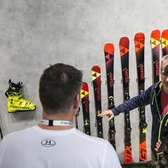 Verkaufsgespräche am Stand von Fischer - © Skiinfo | Sebastian Lindemeyer