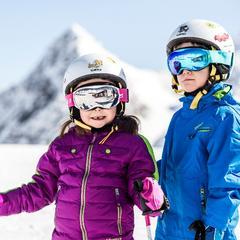 Je dobré vědět: Kde je lyžařská přilba na sjezdovkách povinná? - ©Christoph Schoech