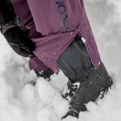 De bib is ruim genoeg om over ski- en snowboardboots te passen. - © Thomas De Boever