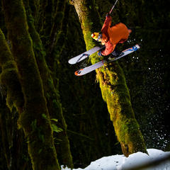 Zack Griffin mit spektakulärer Action am Mount Baker (Washington) - © Grant Gunderson