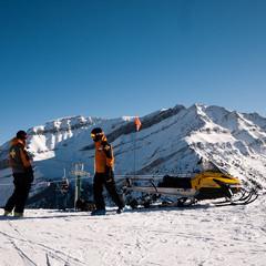 Fermeture du domaine skiable par les pisteurs secouriste