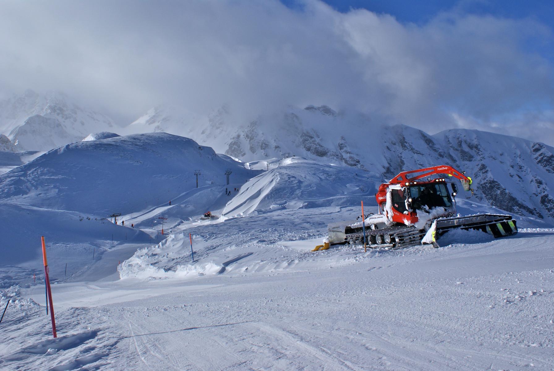 Das Skigebiet ist in zwei Teile geteilt, die durch einen flachen Schlepplift verbunden werdenundefined